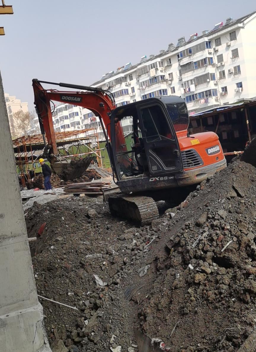江阴斗山60型小挖机出租